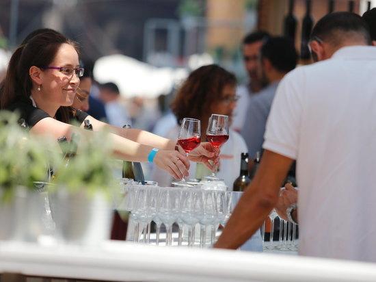 «Бар из Страны вина» вновь в Тель-авивском порту (18+)