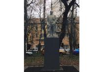 На Пресню вернули памятник Ленину с новой головой