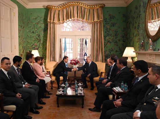 Премьер-министр Биньямин Нетаниягу встретился в Вашингтоне с президентом Гватемалы Джимми Моралесом